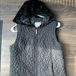 Sunami vest with fuzzy hood
